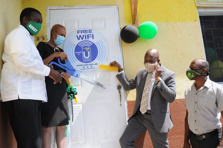 Universal Service Fund Three Hills Public WiFi Hot Spot Launch